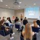Schulleiterin Sabine Fredersdorf-Crome verabschiedet die Klassen der Berufsfachschule Wirtschaft